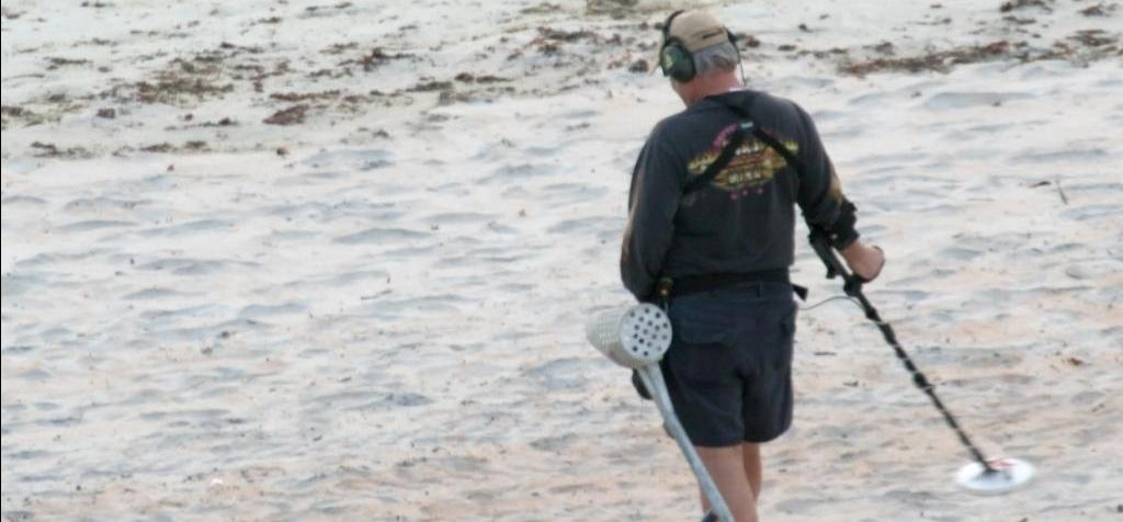 How to swing a metal detector