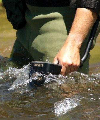 Waterproof metal detector